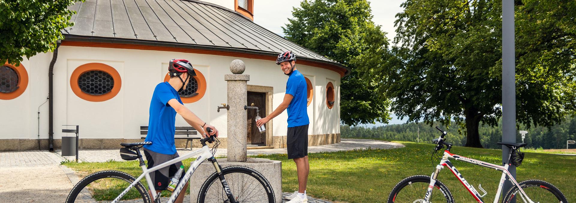 Zwei Radfahrer bei der Kappl.